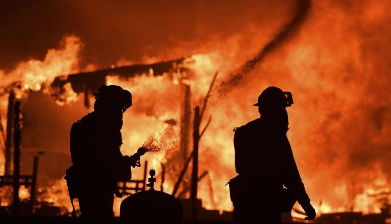 Incendios infernales azotan el norte de California