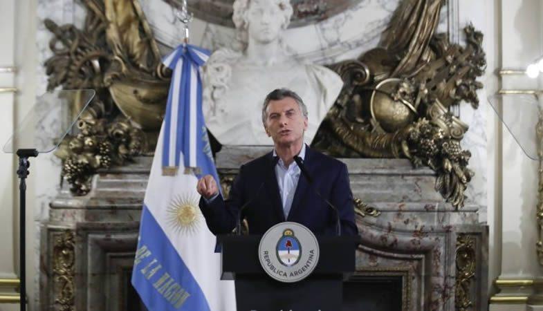 Macri anuncia medidas de contención para frenar la crisis argentina