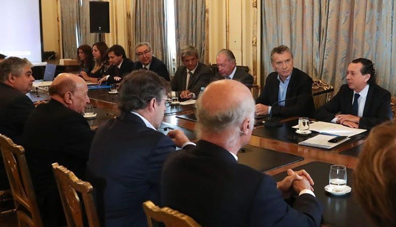 Macri solicita apoyo a empresarios y les asegura bajar impuestos en 2020