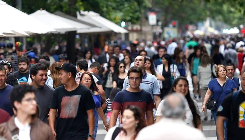 OCDE: alrededor del 50% de los hogares chilenos pertenece a la clase media