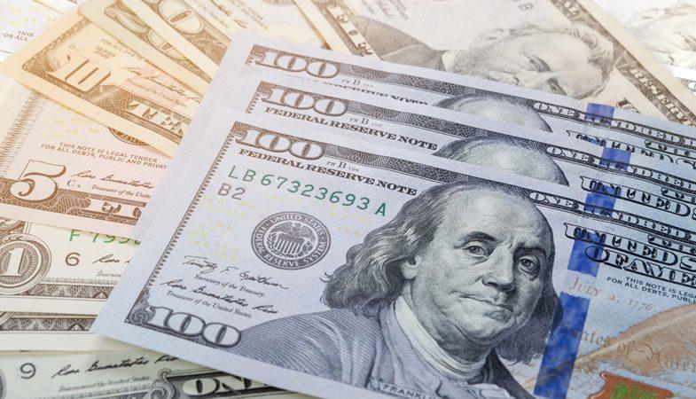 Cotización del dólar alcanza los 724 pesos