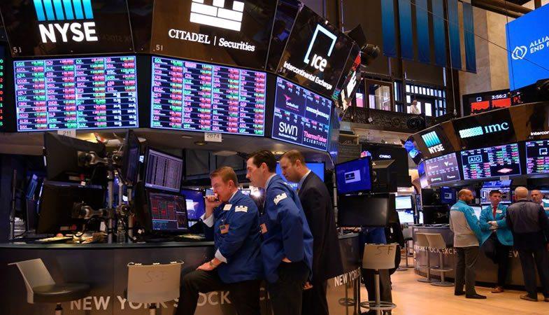 Mercados bursátiles se desploman por guerra comercial entre China y Estados Unidos