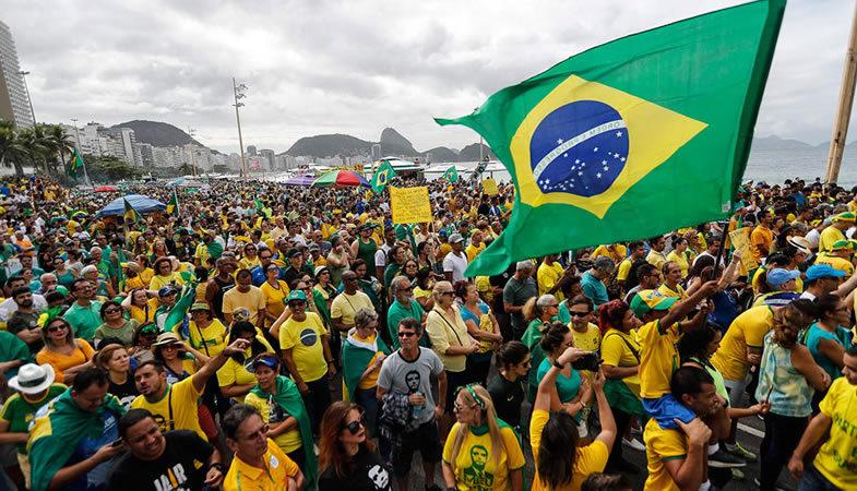 El Gobierno Brasileño aplaza reformas económicas para evitar protestas sociales