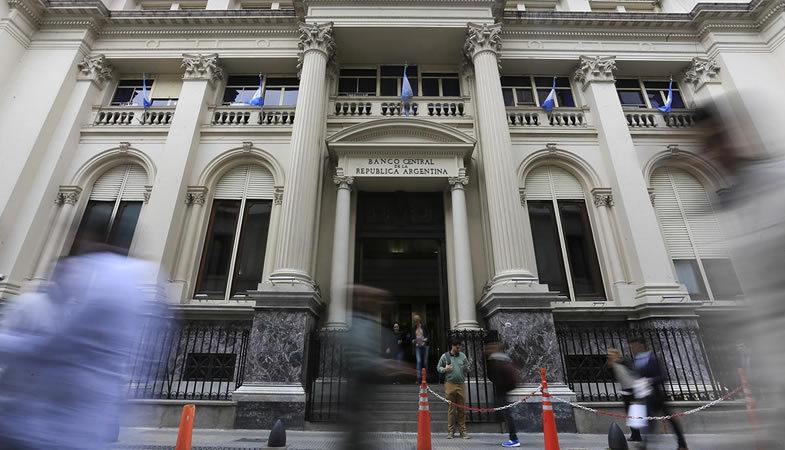 Argentina extiende hasta finales de mayo el plazo para renegociar su deuda externa