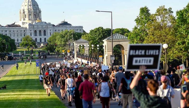 Se intensifican las manifestaciones en Estados Unidos tras la muerte de George Floyd