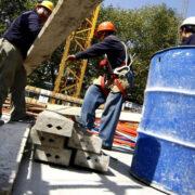 Ofertas de empleo registran alza en abril pero tasa de desempleo en el país se mantiene en dos dígitos